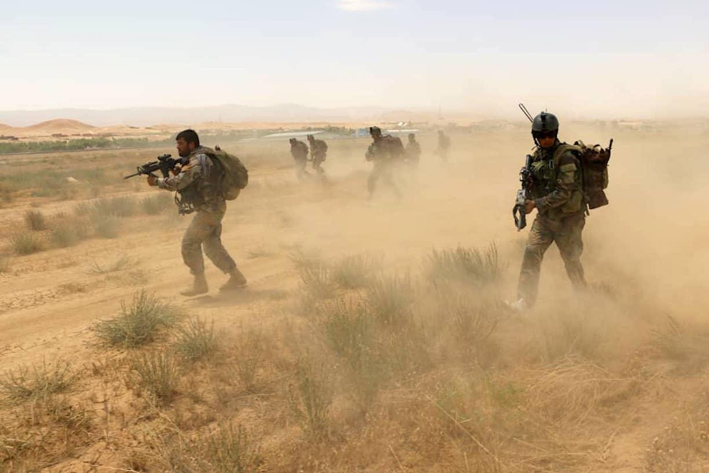 افغان ځواکونو د فراه په لسګونو کلي له طالبانو څخه پاک کړل