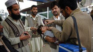 جنگجویان و متعصبان مذهبی مانع از ریشه کن شدن فلج اطفال در پاکستان و افغانستان می شوند