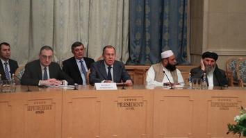 په مسکو کې د طالبانو او د افغانستان د حکومت د مخالفانو تر منځ غونډه د سولې پروسه ګډوډوي
