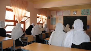 د طالبانو یو پخوانی چارواکی په 'خندوونکې' ادعا کې وایي چې اورپکو نجونو ته د ښوونې او روزنې د حقونو په نه ورکولو سره هغوی خوندي کړې وې