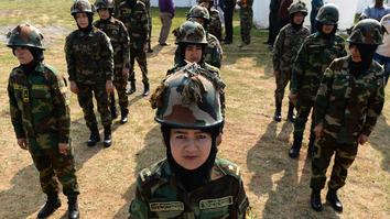 افغان اردو غواړي چې د تلاشۍ د عملیاتو د پیاوړي کولو لپاره ۵۰۰۰ ښځې استخدام کړي