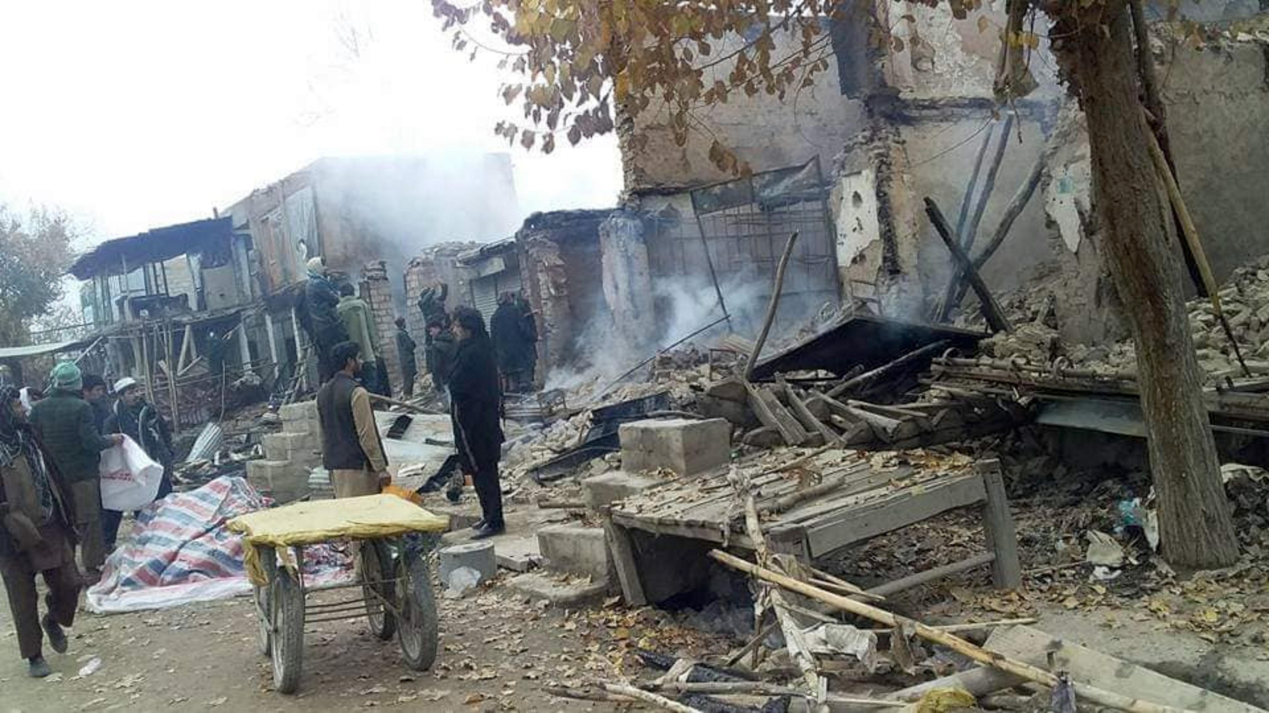 طالبان در حمله بر سرپل دهاقین را غارت کرده و منازل شان را آتش زده اند