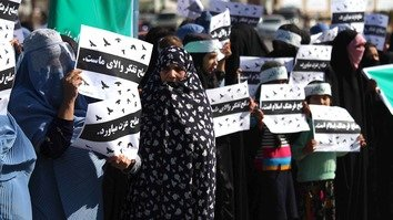 More than 200 women from various districts of Herat Province March 13 gather in front of the provincial governor's office in Herat city, calling on Taliban militants to end the war. Officials vowed to preserve women's rights and achievements. [Omar]