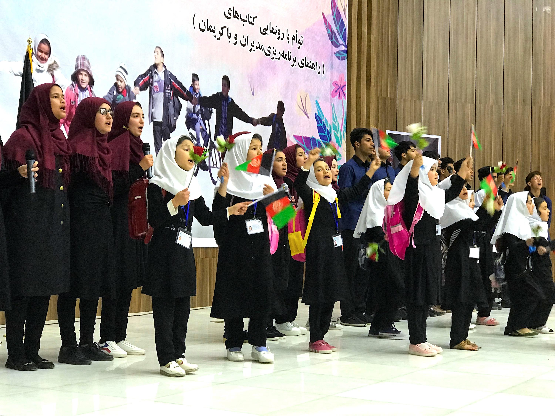 همزمان با بازگشت متعلمین به مکتب ها مقامات هرات مردم را تشویق به ثبت نام کردند