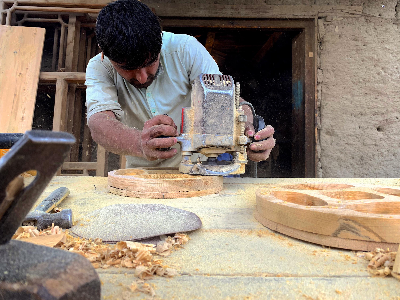 جنگل های کنر که از چنگ جنگجویان نجات یافته اند، فرصت های مناسب برای کار با چوب را فراهم می کنند