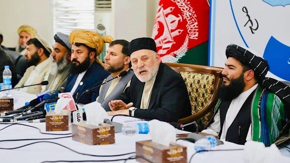 President Ashraf Ghani's special representative for regional affairs for consensus on peace and chairman of the commission responsible for convening the consultative Loya Jirga, Mohammad Umer Daudzai (facing camera), meets with a number of religious scholars in Kabul April 21. [Mohammad Umer Daudzai/Facebook]