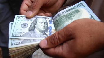 ایران قاچاق کردن دالر امریکائی را از افغانستان افزایش داده است