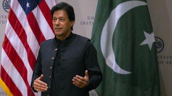 خان تعهد سپرد تا در آوردن طالبان به مذکرات صلح کمک نماید
