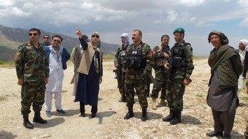 ولسوال زن در بلخ، در خط نخست جنگ در مقابل طالبان سهم گرفت